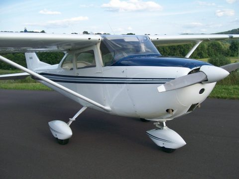 Hangared 1965 Cessna 172F aircraft for sale