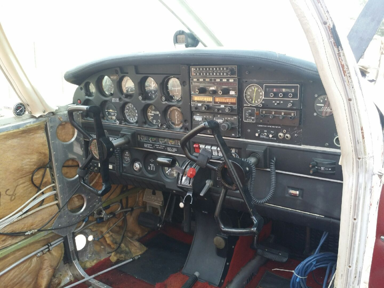 damaged 1971 Piper Cherokee PA28 140 aircraft
