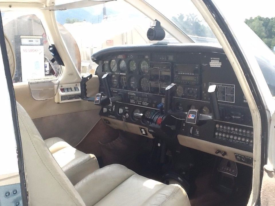 fuel injected 1976 Piper Lance aircraft