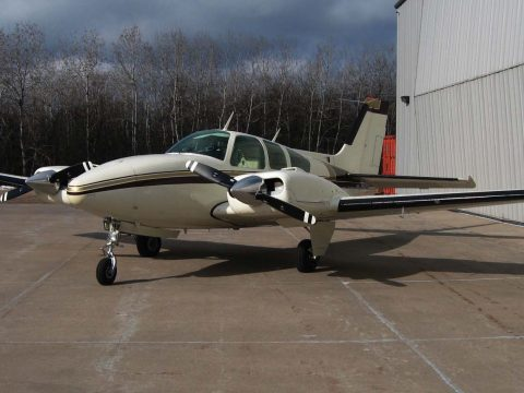 beautiful 1970 Beechcraft E55 Baron aircraft for sale