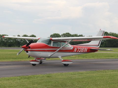 hangared 1974 Cessna 182P SKYLANE aircraft for sale