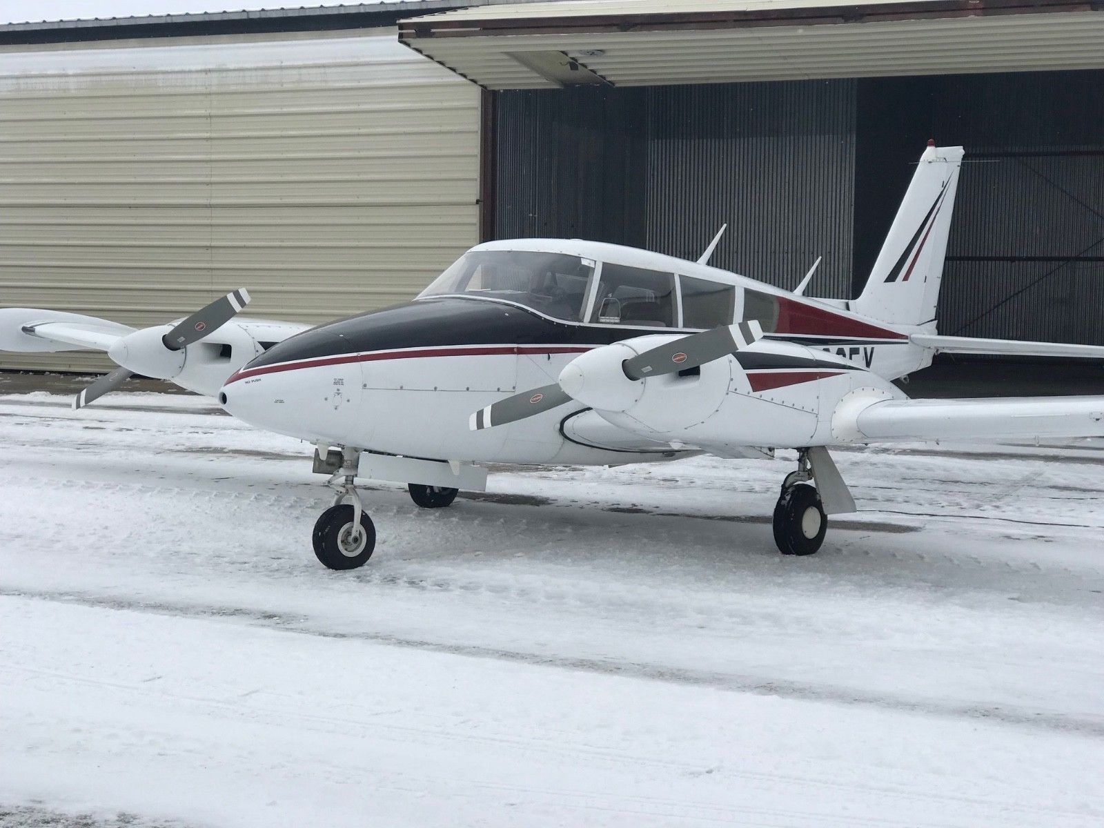 Low Time 1966 Piper Twin Comanche aircraft for sale