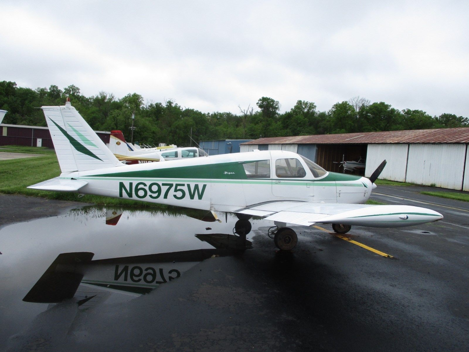 low hours 1965 Piper Cherokee 140 aircraft