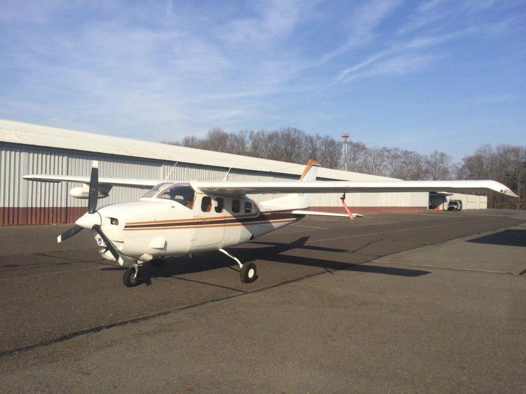 hangared 1979 Cessna Centurion P210n aircraft