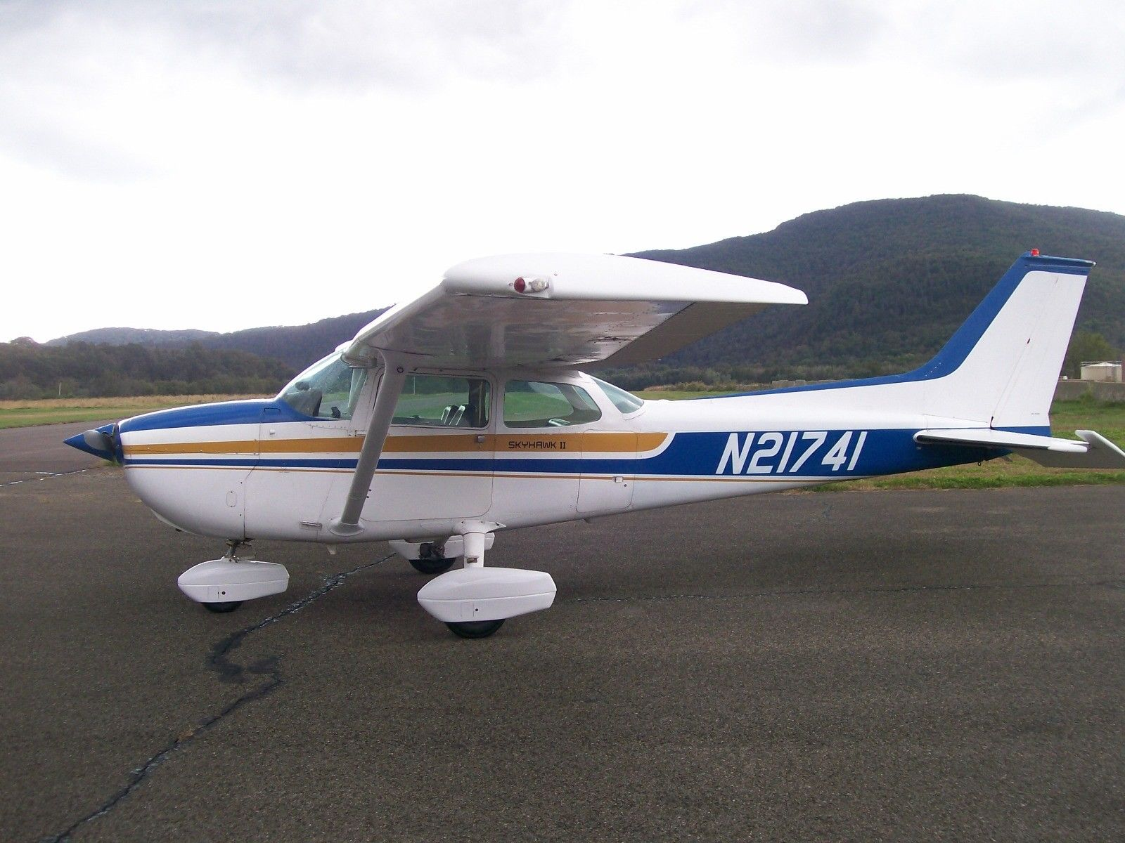 great shape 1975 Cessna 172M aircraft for sale