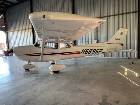 clean 1999 Cessna 172SP aircraft for sale