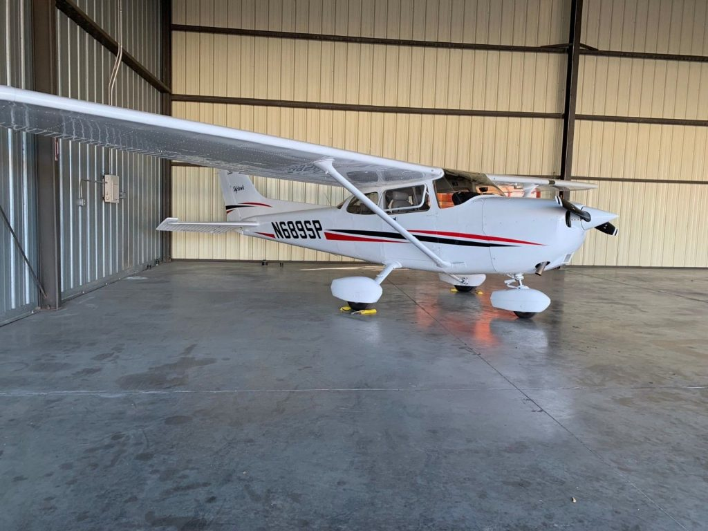 clean 1999 Cessna 172SP aircraft