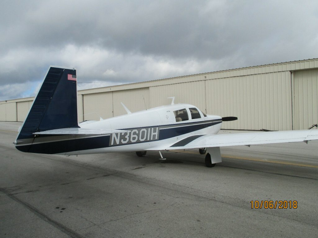 fully operating 1977 Mooney M20C aircraft