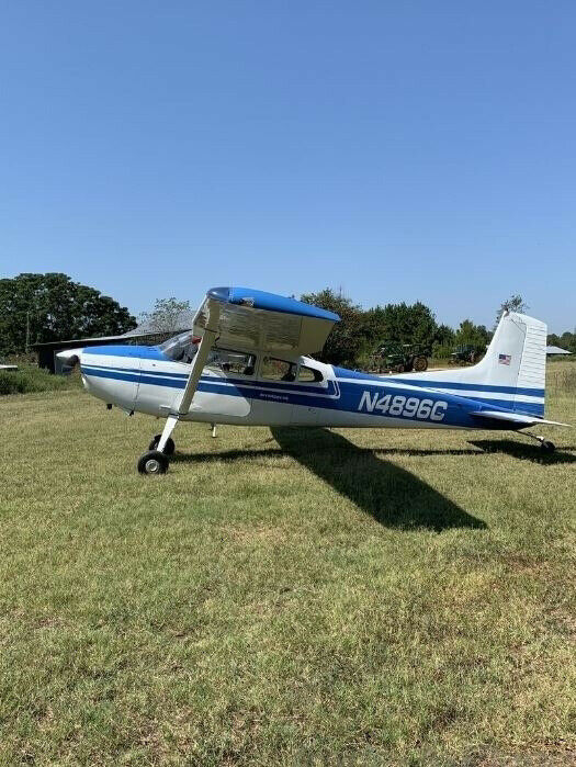 hangared 1975 Cessna 185F aircraft