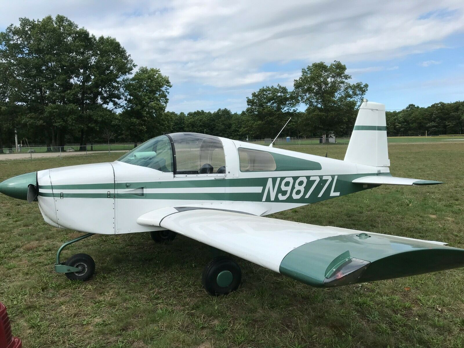 very nice 1969 Piper Cherokee PA28-140 aircraft